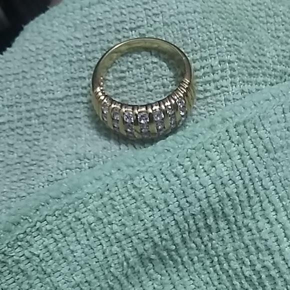 Jewelry - Vintage gold diamond band